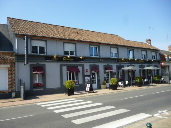 Hotel Caudron: Hotel is aan de hoofdstraat (verkeersdrukte) gelegen