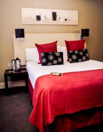 Three Cities Riverside Hotel: Riverside Room