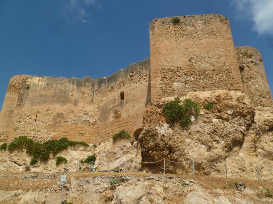 Tour des murailles du castello dei Luna.