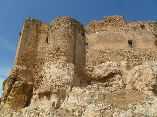 Castello dei Luna: Murailles du château.