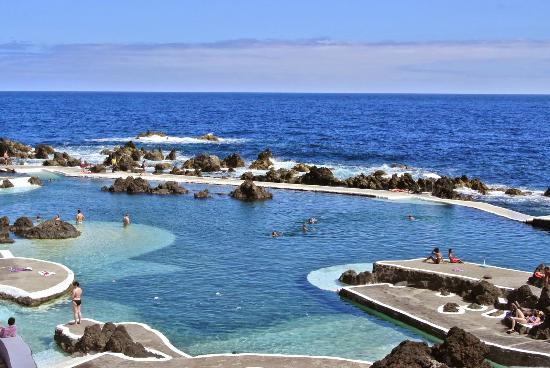 Piscina natural do porto moniz ilha da madeira picture for Portugal piscinas naturales