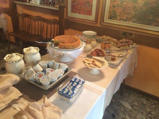 Hotel Agnello d'Oro: ontbijtbuffet, alles vers, met zelfgebakken taart