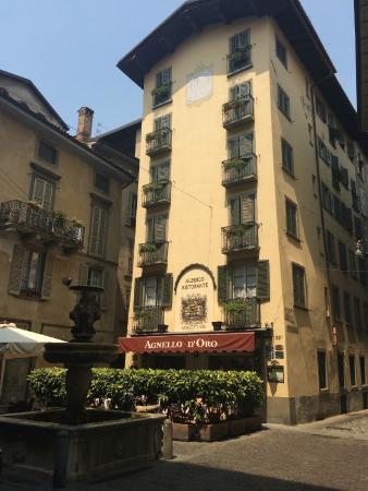 Hotel Agnello d'Oro: Voorzijde