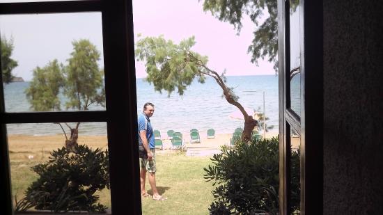 Hotel Kato Stalos Beach: Моменто море
