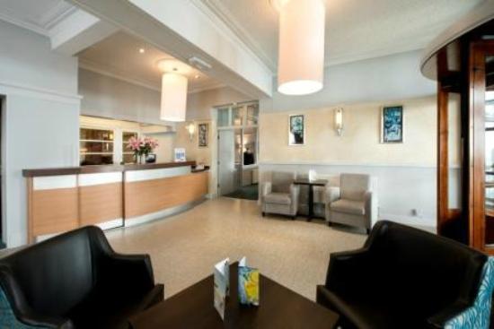 Bay Beresford Hotel: Reception Area