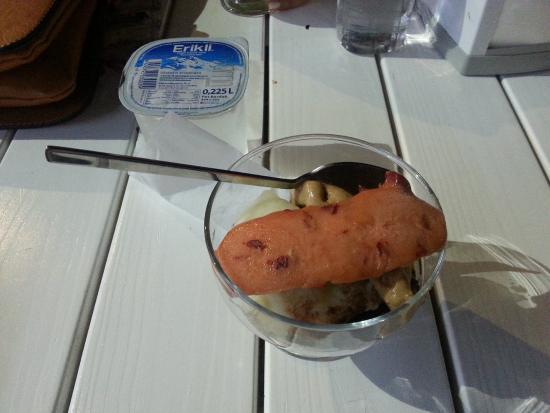 Bitez Dondurmacisi: 4 parça: Çikolata, kavun, cappucino/biskuvi ve franbuaz