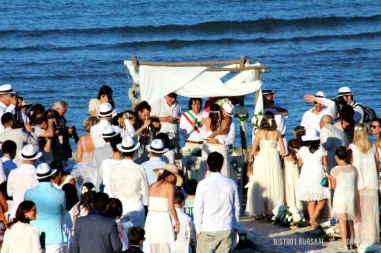 Matrimonio In Spiaggia Immagini : Il primo matrimonio in spiaggia a grottammare picture of