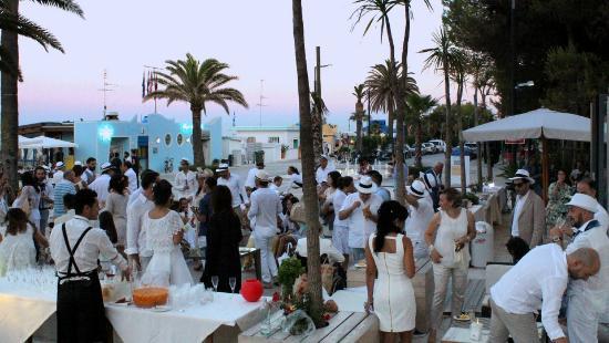 Matrimonio In Spiaggia Europa : Il primo matrimonio in spiaggia a grottammare foto di