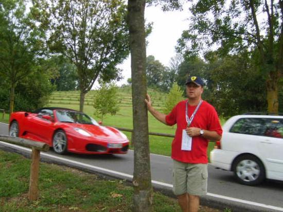 Monza : Estrada ao lado da pista de testes da ferrari.