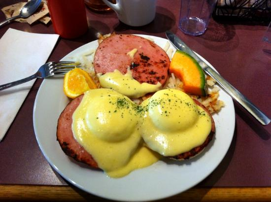 Barb and Ernie's Old Country Inn : Traditional Eggs Benedict