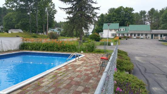 Kyes Motel: Pool in the summer.
