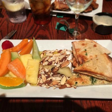 Tunnicliffs Tavern: Baked brie with fruit and honey.