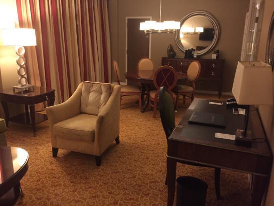 Dallas/Fort Worth Airport Marriott: The Laredo Suite!