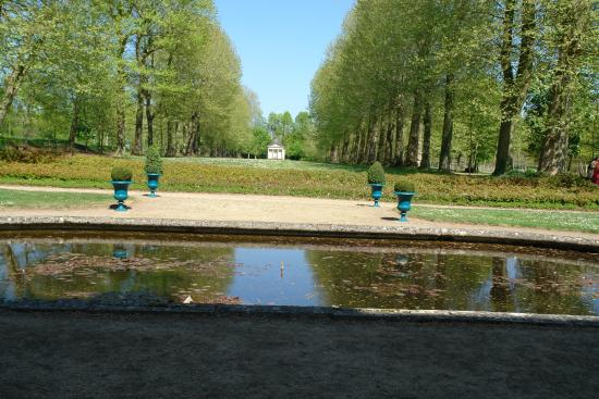 Chateau de Montgeoffroy: Unused fountain