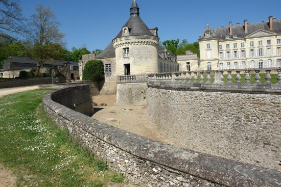 Chateau de Montgeoffroy: the moat