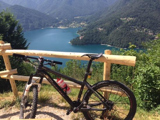 Pieve di Ledro, Italie : ...lake view