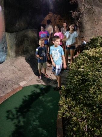 Runaway Bay Mini-Golf: Family Fun for All Ages