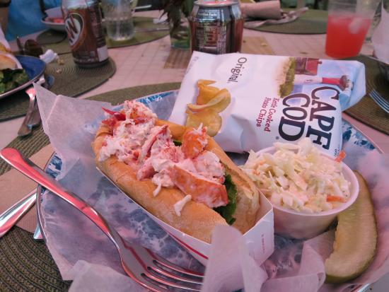 Great Cranberry Island, เมน: LOBSTER ROLL!