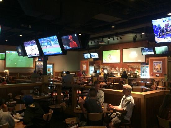 Buffalo Wild Wings: Eating area