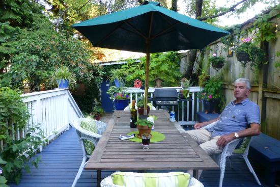 Auld Dublin Guest House: uitrusten in de tuin