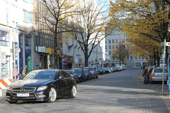 Bearlin City Apartment Ansbacherstrasse: улица около отеля