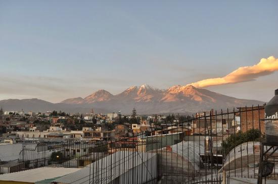 Hostel Positive Backpackers: Vulcão Misti visto do Wayra River