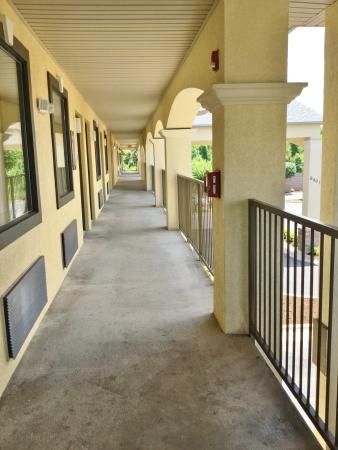 Americas Best Value Inn & Suites-University: Exterior Corridors