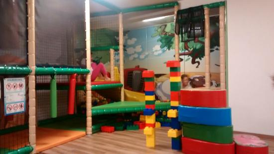 Sala Giochi Bimbi : Baby parking con spaziosa sala giochi per bambini a busto garolfo