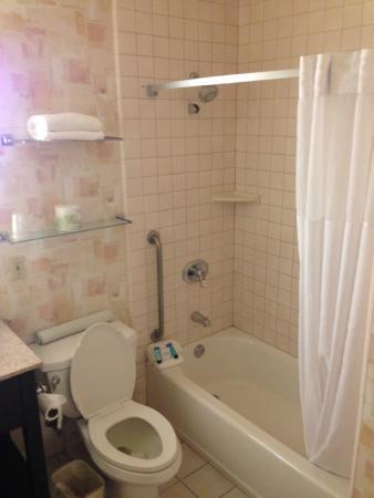 Bay Park Hotel: modern bath