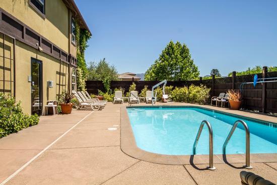Comfort Inn & Suites Ukiah: Pool