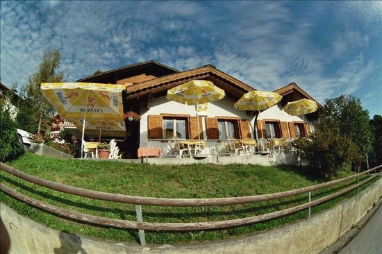 Vella, Suiza: Restaurant Aussenansicht