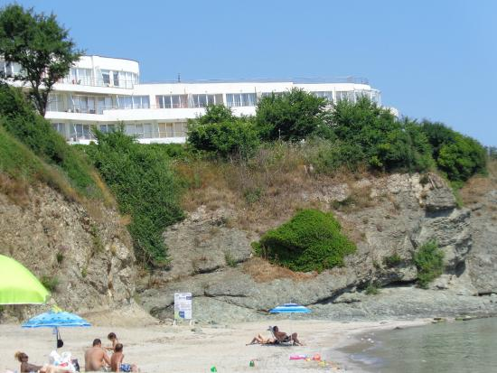 Hotel Romance: Hotel from the beach