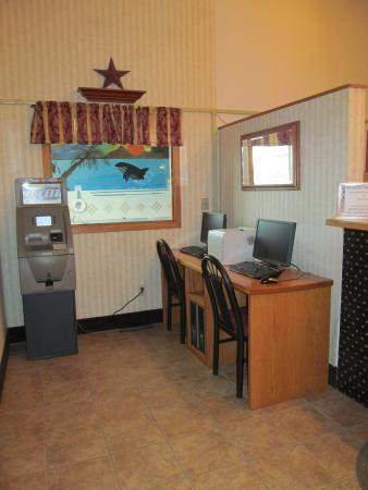 Fireside Inn & Suites: LOBBY/ BUSINESS AREA