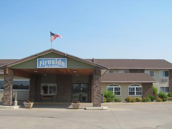 Fireside Inn & Suites: EXTERIOR OF HOTEL