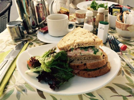 The Joshua Tree : Afternoon tea