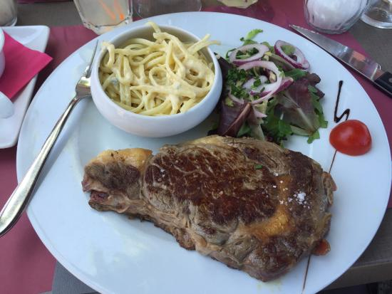Les Voiles: Bonne viande et sauce gorgonzola tres bonne car pas avare en fromage.