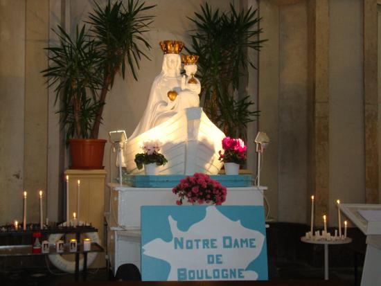 Nôtre Dame de Boulogne : Madonna and Child sculpture