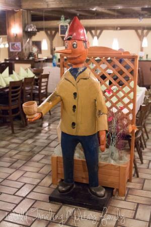 Pizzeria Pinocchio: Pinnochio statue