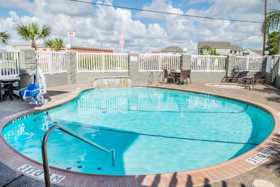 Comfort Suites Near Texas A&M - Corpus Christi : Pool