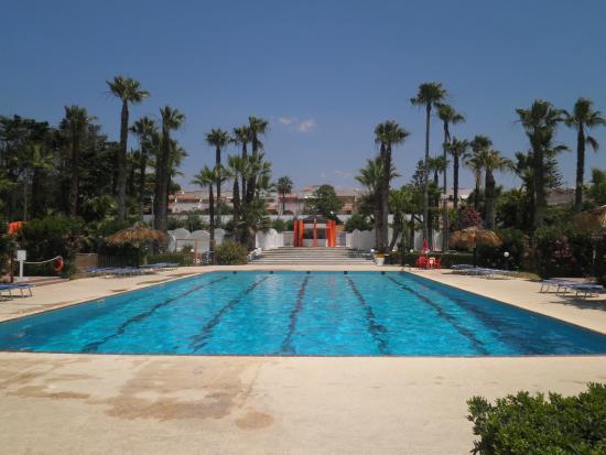 Swimming pool foto di kartibubbo beach resort mazara del vallo tripadvisor for Leighton buzzard swimming pool