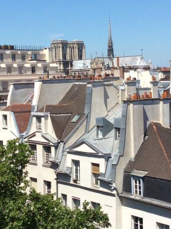 Hotel Quartier Latin: Vista do hotel, Notre Dame.
