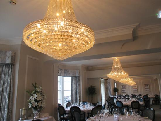Llandudno Bay Hotel: Elegant Dining Room With Chandeliers