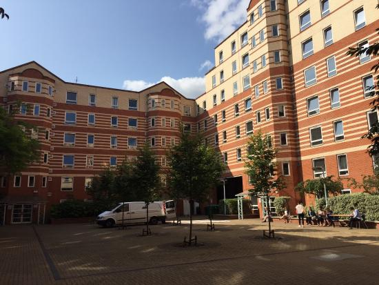 King's College Summer Accommodation: Courtyard