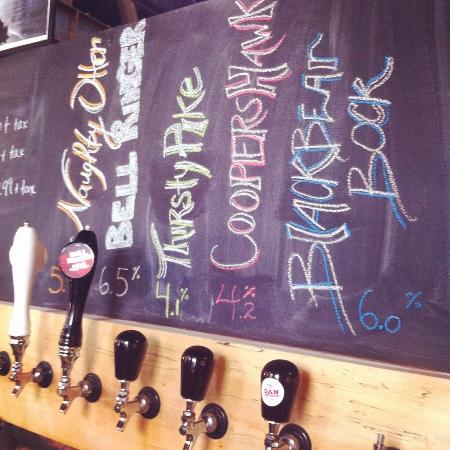 Gananoque, Kanada: The different beers on tap at GBC!