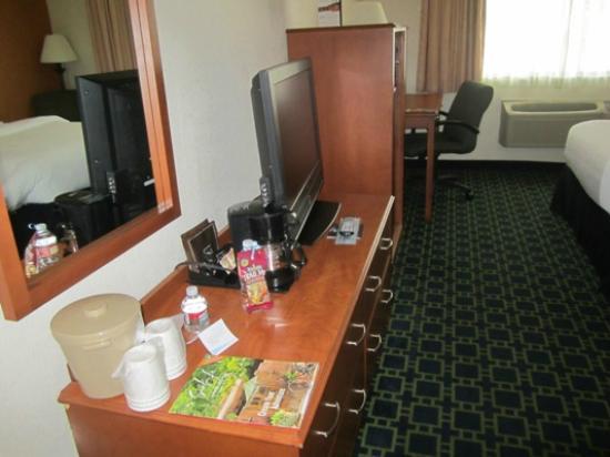 Baymont Inn & Suites Santa Fe: Suite - lots of room