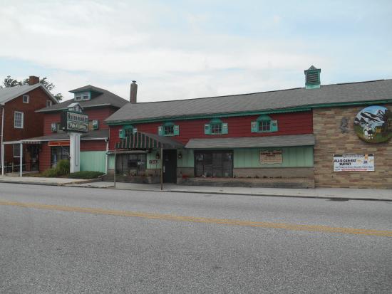Abbottstown, PA: Exterior of the restaurant