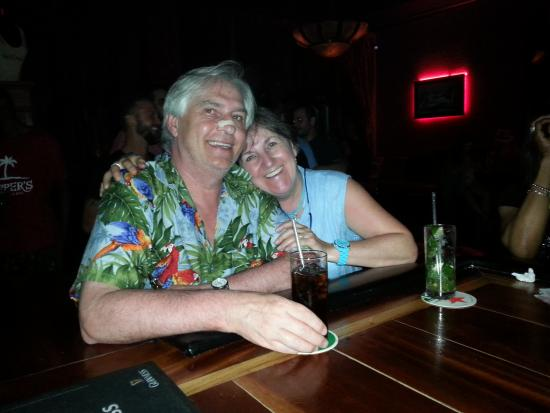 bahía de Simpson, St. Maarten: Mon épouse et moi au Red Piano Bar