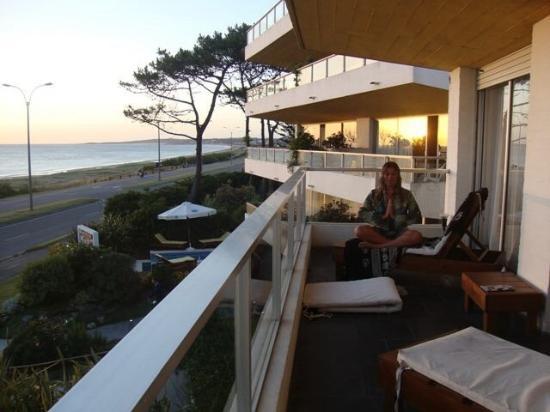 Baie des Anges Apart Hotel: Varanda