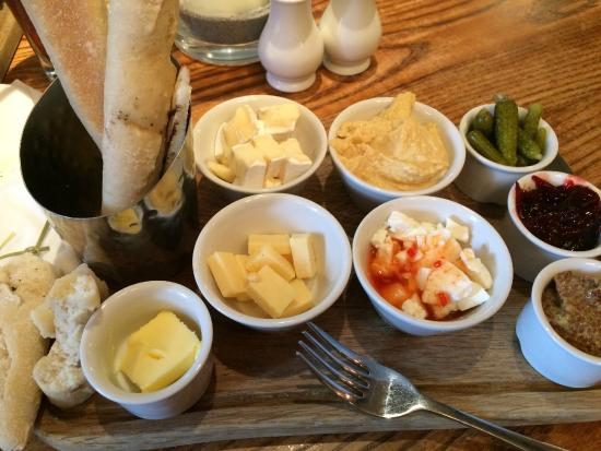 Henry's Cafe Bar: Cheeseboard