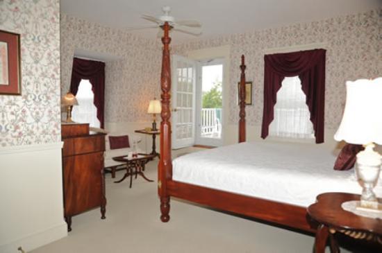 Victorian Inn: King w/ patio. Rm 14 Third Floor